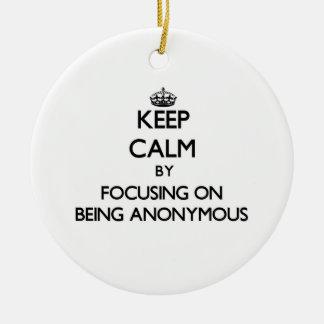 Guarde la calma centrándose en ser anónimo ornamento de reyes magos