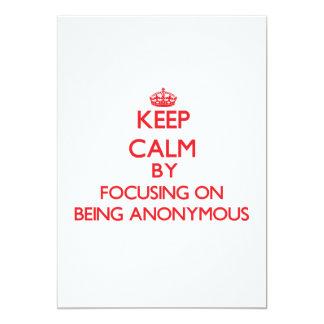 """Guarde la calma centrándose en ser anónimo invitación 5"""" x 7"""""""