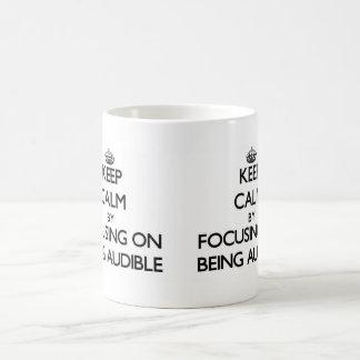 Guarde la calma centrándose en ser audible taza de café