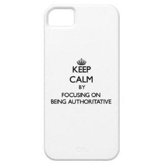 Guarde la calma centrándose en ser autoritario iPhone 5 Case-Mate cárcasa