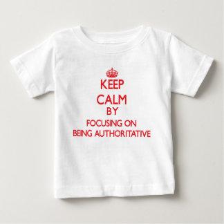 Guarde la calma centrándose en ser autoritario remeras