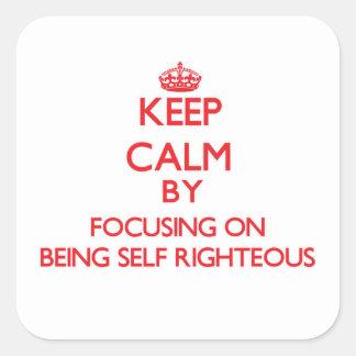 Guarde la calma centrándose en ser autosuficiente colcomanias cuadradas