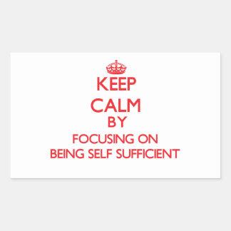 Guarde la calma centrándose en ser autosuficiente etiquetas