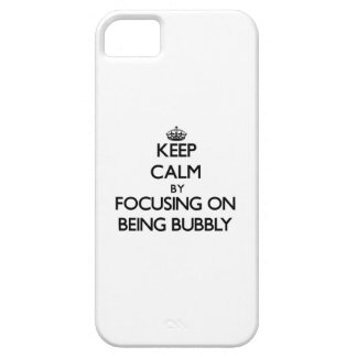 Guarde la calma centrándose en ser burbujeante iPhone 5 protectores