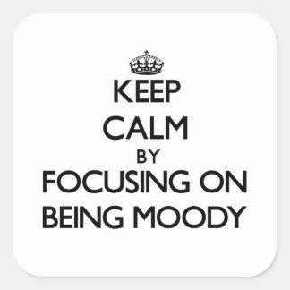 Guarde la calma centrándose en ser cambiante calcomania cuadrada personalizada