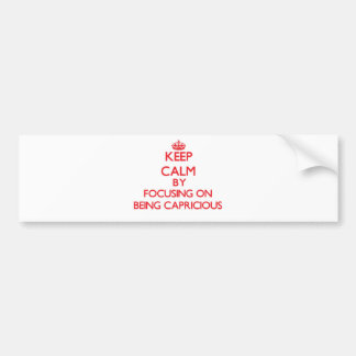 Guarde la calma centrándose en ser caprichoso etiqueta de parachoque