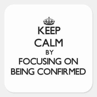 Guarde la calma centrándose en ser confirmado colcomanias cuadradass