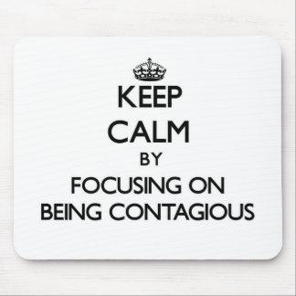 Guarde la calma centrándose en ser contagioso tapetes de ratón