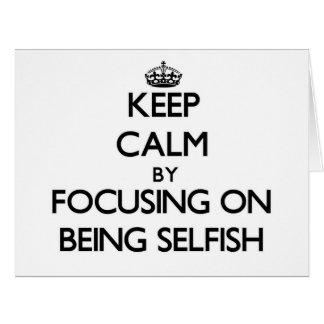 Guarde la calma centrándose en ser egoísta tarjeta de felicitación grande