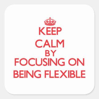 Guarde la calma centrándose en ser flexible pegatina cuadrada