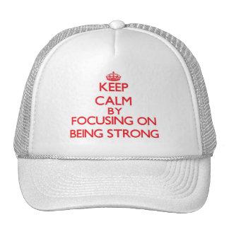 Guarde la calma centrándose en ser fuerte gorra