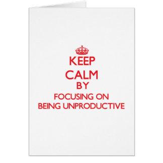 Guarde la calma centrándose en ser improductivo tarjeta de felicitación