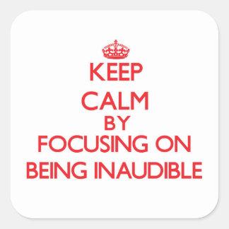 Guarde la calma centrándose en ser inaudible pegatinas cuadradases personalizadas