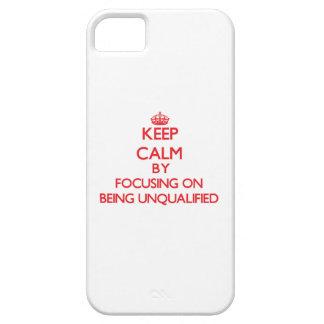 Guarde la calma centrándose en ser incompetente iPhone 5 Case-Mate coberturas