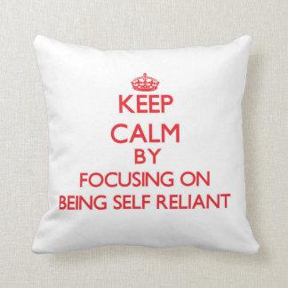 Guarde la calma centrándose en ser independiente cojines