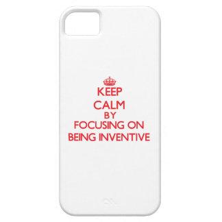 Guarde la calma centrándose en ser inventivo iPhone 5 Case-Mate protector