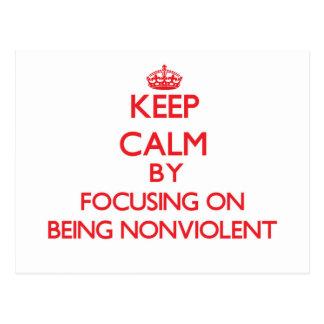 Guarde la calma centrándose en ser no violento postal