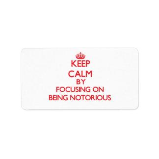 Guarde la calma centrándose en ser notorio etiquetas de dirección