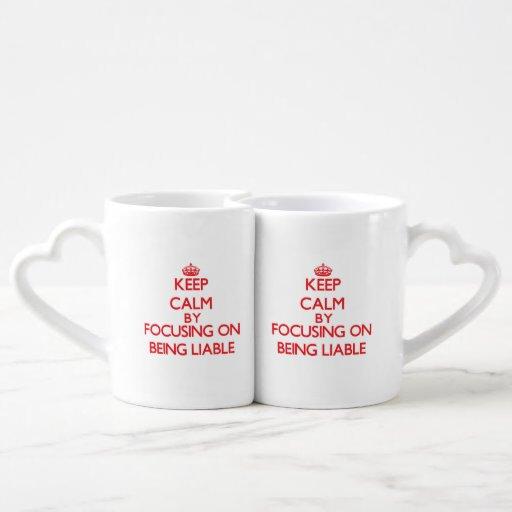 Guarde la calma centrándose en ser obligado taza para parejas