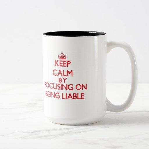 Guarde la calma centrándose en ser obligado taza