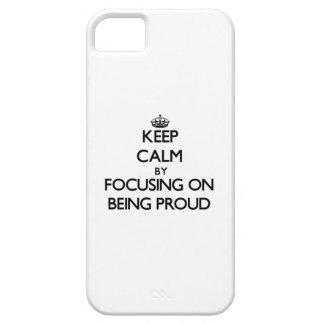 Guarde la calma centrándose en ser orgulloso iPhone 5 Case-Mate fundas