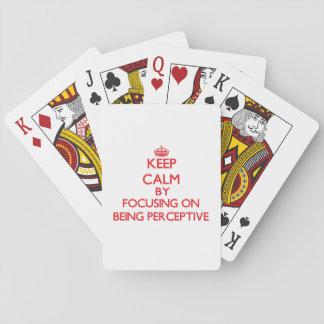 Guarde la calma centrándose en ser perspicaz baraja de póquer