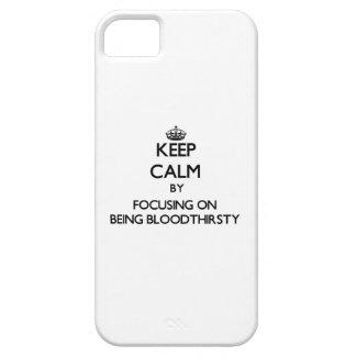Guarde la calma centrándose en ser sanguinario iPhone 5 Case-Mate protectores