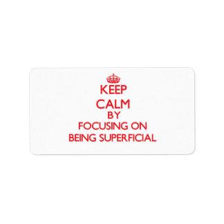 Guarde la calma centrándose en ser superficial etiquetas de dirección