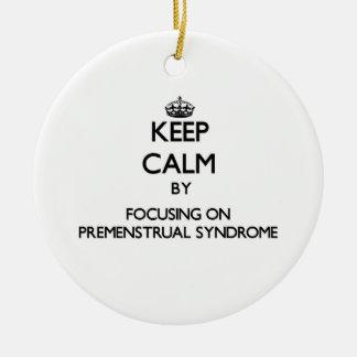 Guarde la calma centrándose en síndrome premenstru