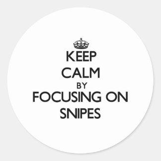 Guarde la calma centrándose en Snipes Etiqueta Redonda