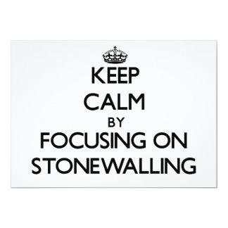 """Guarde la calma centrándose en Stonewalling Invitación 5"""" X 7"""""""