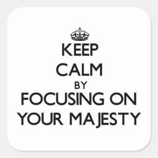 Guarde la calma centrándose en su majestad calcomanías cuadradas