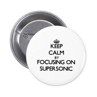 Guarde la calma centrándose en supersónico pin