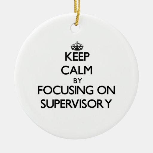 Guarde la calma centrándose en supervisor adorno de reyes