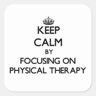 Guarde la calma centrándose en terapia física pegatina cuadrada