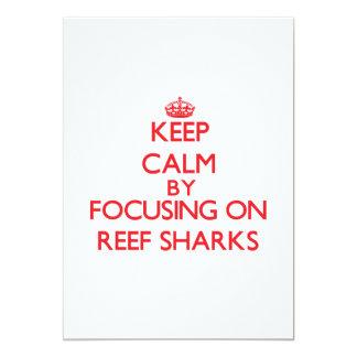 """Guarde la calma centrándose en tiburones del filón invitación 5"""" x 7"""""""