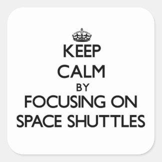Guarde la calma centrándose en transbordadores esp calcomania cuadradas personalizada