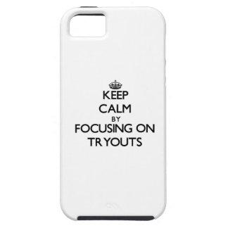 Guarde la calma centrándose en Tryouts iPhone 5 Case-Mate Fundas