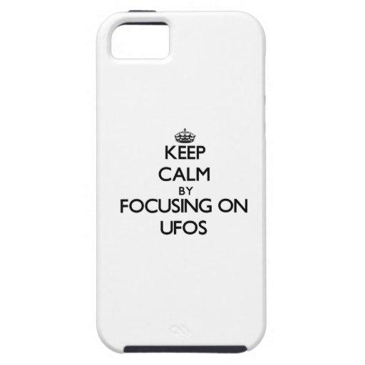 Guarde la calma centrándose en Ufos iPhone 5 Carcasa