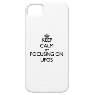 Guarde la calma centrándose en Ufos iPhone 5 Case-Mate Protectores