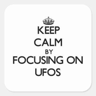 Guarde la calma centrándose en Ufos Pegatinas Cuadradases