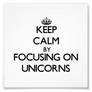 Guarde la calma centrándose en unicornios fotografías