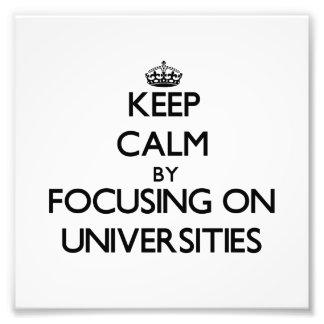 Guarde la calma centrándose en universidades foto