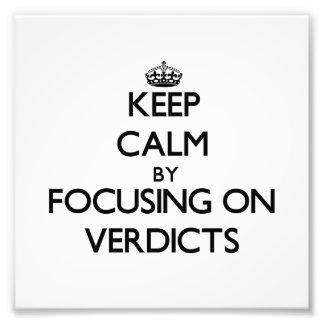Guarde la calma centrándose en veredictos fotos