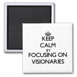 Guarde la calma centrándose en visionarios imán
