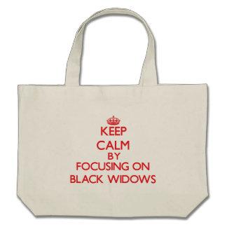 Guarde la calma centrándose en viudas negras bolsa