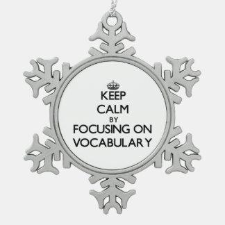 Guarde la calma centrándose en vocabulario adorno de peltre en forma de copo de nieve
