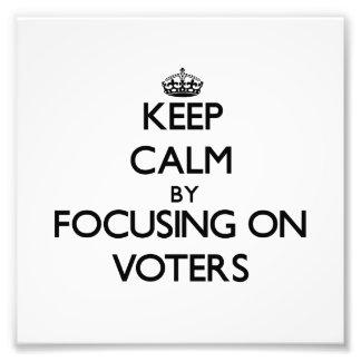 Guarde la calma centrándose en votantes cojinete