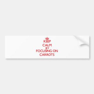 Guarde la calma centrándose en zanahorias etiqueta de parachoque