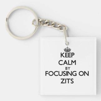 Guarde la calma centrándose en Zits Llaveros